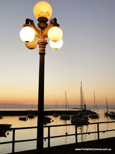 El Muelle Viejo de Colonia : Portal de Colonia - Uruguay Dark Places, Places To See, I Wait For You, Street Lights, Belleza Natural, Portal, Country, Night Lamps, Uruguay