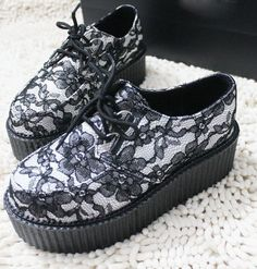 New Woman's Skull Lace Up High Punk Checker Platform Flats Creeper Shoes Dr Shoes, Crazy Shoes, Sock Shoes, Me Too Shoes, Shoe Boots, Shoes Sandals, Oxford Shoes, Dr. Martens, Gothic Shoes