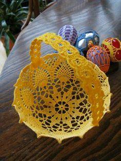 http://www.aliexpress.com/store/group/T-Shirt-Yarn/1687168_503467951.html Crochet basket.