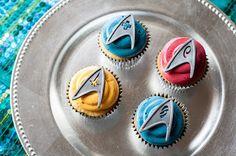 Cupcakes Take The Cake: Star Trek: Into Darkness Themed Cupcakes Bolo Star Trek, Star Trek Cake, Star Trek Party, Star Trek Theme, Star Wars, White Chocolate Cupcakes, Almond Cupcakes, Star Trek Birthday, Cake Birthday
