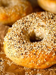 Two-Hour Bagels. Han Two-Hour Bagels. Hands down the easiest and most authentic bagel recipe around. Your bakery-style favorite is at the tips of your fingers! Authentic Bagel Recipe, Bread Recipes, Cooking Recipes, Homemade Bagels, Little Lunch, Bread Rolls, Bread Baking, Bread Food, Pita Bread