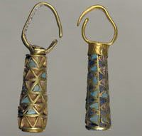 Earrings    5th - 4th century BCE.    Tumulus near the village of Maryivka, Zaporizhia Region.  Excavations 1976.