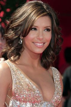 "Eva Longoria often appears on the red carpet with stunning hairstyles. The actress has chic, medium-length hair that can beRead More Beautiful Eva Longoria's Hairstyles Over The Years"" Eva Longoria Hair, Cute Hairstyles, Wedding Hairstyles, Medium Hair Styles, Short Hair Styles, Coiffure Hair, Medium Curls, New Hair Colors, Hair Beauty"