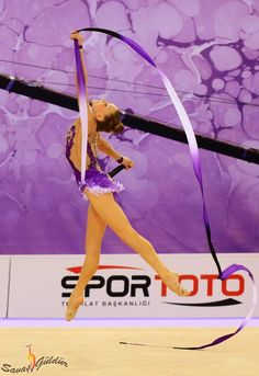 Jasmine Kerber, USA, was the 24th with ribbon in World Championships Izmir 2014