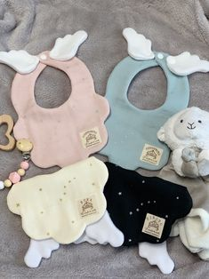 Baby Sewing Projects, Sewing For Kids, Baby Presents, Baby Gifts, Baby Bibs Patterns, Diy Bebe, Baby Kind, Baby Store, Handmade Baby