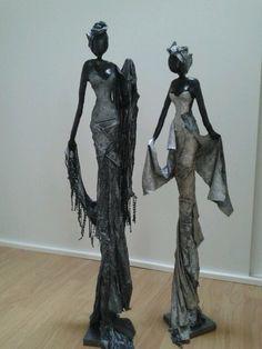 Afrikaanse vrouwen. Van klei en paverpol.