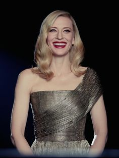 Cate Blanchett for Sí Cate Blanchett, Slouchy Tee, Marvel Actors, Beautiful Person, Celebs, Celebrities, Best Actress, Role Models, Pretty Woman