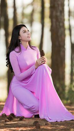 New hair styles indian girls 59 Ideas Ao Dai, Vietnamese Clothing, Vietnamese Dress, Vietnamese Traditional Dress, Traditional Dresses, Vietnam Girl, Bolero, Fashion Poses, Color Rosa