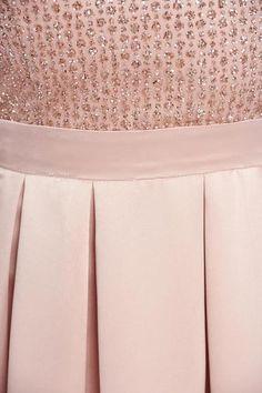 Rochie de ocazie lunga in clos Fofy rosa cu decolteu