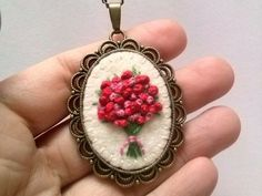 Embroidered flower bouquet in Red by DusiCrafts - Dusi ustvarja: Vintage nakit z vezenimi šopki Embroidery Jewelry, Ribbon Embroidery, Cross Stitch Embroidery, Embroidery Patterns, Art Textile, Brazilian Embroidery, Embroidery Techniques, Handmade Accessories, Embroidered Flowers
