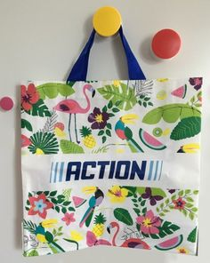 Tuto : Recycler un sac cabas en pochettes – Caro Tricote Recycled Crafts, Diy And Crafts, Couture Outfits, Homemade, Tote Bag, Sewing, Creative, Fabric, Inspiration