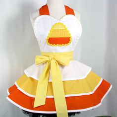 Candy Corn Halloween Apron     I can totally make this. Just putting it up here so I will remember to.