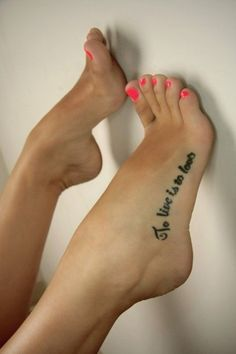 20  Hot Foot Tattoo Ideas for Women and Girls (1)