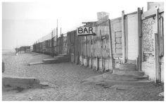 Barcelona 1950. Xiringuitos de la Barceloneta per la banda de platja