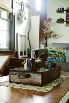 An old soda crate provides easy added coffee table storage #vintage #repurpose