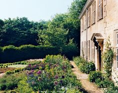 Vogue Daily — Author Bella Pollen's sage-and-thyme lawn in the English countryside Most Beautiful Gardens, Beautiful Places, Garden Hedges, Garden Path, Dream Garden, Sweet Home, Wanderlust, H & M Home, Vogue