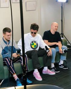 """""""mom we're on mtv"""" Lany Band Wallpaper, Ilysb Lany, Paul Jason Klein, Indie Pop Bands, Band Wallpapers, Paris Shows, Les Paul, Boy Fashion, Fitness Inspiration"""