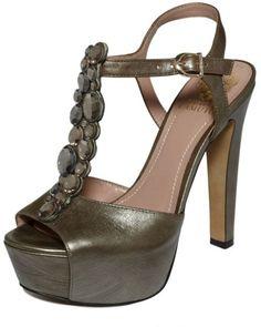 VINCE CAMUTO  Shellys Platform Sandals
