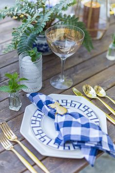 Hosting a dinner party? You've come to the right place! Find inspiration for a gorgeous blue and gold dinner party tablescape!