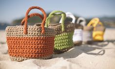 Free Crochet Pattern for Basket Woman. Basket like tote bag to crochet that is great for the beach. Free Pattern More Patterns Like This! Crochet Beach Bags, Diy Crochet, Crochet Crafts, Crochet Projects, Laine Katia, Crochet Handbags, Knitting Accessories, Kids Bags, Handmade Bags