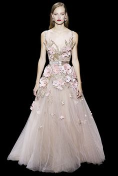 Long bustier dress in powder pink tulle and guipure, embroidered with a blossom in feathers and silk threads. Bird brooches set with crystal stones and beads.
