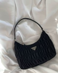Find tips and tricks, amazing ideas for Prada handbags. Discover and try out new things about Prada handbags site Look Fashion, Fashion Bags, Club Fashion, 1950s Fashion, Fashion Women, High Fashion, Style Board, Sacs Design, Jugend Mode Outfits