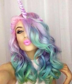 Unicorn hair. Another trend that I don't quite understand. Is this just for social media, or does she walk around with that horn on her head? Pelo Multicolor, Hair Addiction, Unicorn Makeup, Unicorn Hair Color, Unicorn Fancy Dress, Cool Hair Color, Hair Colors, Mermaid Hair, Rainbow Hair