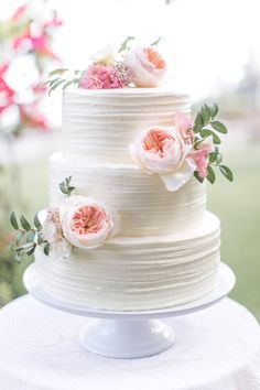 Garden rose decorated cake by San Diego wedding florist, Compass Floral.