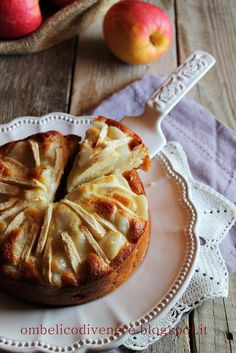 Torta di mele con crema alla mandorla  (Apple Cake with Almond Cream) -- Looks so good! Translate from Italian.