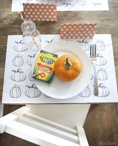 Cute free printable Thanksgiving coloring placemats from Ella Claire