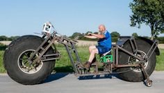 "German inventor ""Frank Dose"" creates world heaviest bicycle"