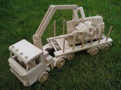 Lesní tahač dřeva Tatra. Dřevěná hračka pro děti. 2662,- Kč
