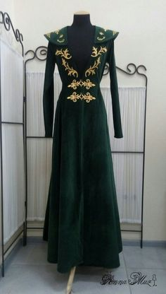 Fantasy velvet dress with gold appliqués. Size is adjustable with lacing on the back Queen Outfit, Queen Dress, Fashion Mumblr, Fashion Dresses, Fashion Design, Hijab Style Dress, Dress Outfits, Iranian Women Fashion, Fairy Clothes