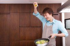 【nanapi】 男性のみなさん、自炊してますか?今の時代、自分で料理をする男性も多くなっていますよね。それに何より、自炊をしている男性は好感度が高い気がする!とはいえ、仕事から帰ってきたら料理をする時間も気力もないですよね。ついつい外食で済ませたりコンビニ弁当やスーパーの惣菜に頼っちゃったり、とい...