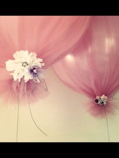 Great idea balloons covered in Tulle so vintage and pretty.....