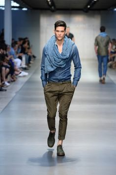 Ermanno Scervino - Men Fashion Spring Summer 2014 - Shows - Vogue. Casual Trends, Mens Trends, Men Casual, Sharp Dressed Man, Well Dressed Men, Vogue Paris, Giorgio Armani, Poncho, Ermanno Scervino