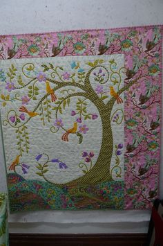 Tree of Life quilt  from Material Obsession Blog.  OMG! want the pattern, bad! (want someone to make it for me, too.)