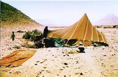 Tienda assaniya. Construcción aerodinámica para protegerse de los vientos del desierto. suroeste de Marruecos. Foto: Peter A. Andrews.