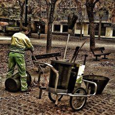 A la vieja usanza. #homoinstagramer #igerszgz #igersaragon #igerspain #igersworldwide #zaragoza #enfocae #en140instantes #street #city #somosinstagramers — en Actur. http://instagram.com/unaimensuro