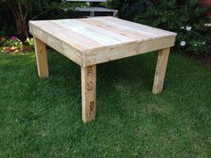 Table made from old pallets Old Pallets, Wood Projects, Table, Furniture, Home Decor, Decoration Home, Room Decor, Tables, Home Furnishings