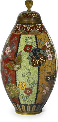 A small cloisonné enamel vase and cover By the workshop of Namikawa Yasuyuki (1845-1927), Meiji period (late 19th century)