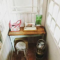 """155 Likes, 11 Comments - Kozue Miura (@miura.kozue) on Instagram: """"まだまだ製作途中ですが、今はこんな感じとなっております( ^-^)ノ∠※。.:*:・'°☆まだまだ小物を増やします(≧∇≦) #ミニチュア #ドールハウス ¥miniature #dollhouse…"""""""