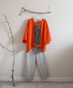 Over size orange linen top with vintage kimono panel bonsai tree ready to wear top in lino arancione Kimono Fashion, Boho Fashion, Fashion Outfits, Fashion Design, Vintage Kimono, Vintage Tops, Vintage Wear, Linen Dresses, Sewing Clothes