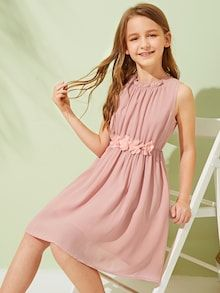 To find out about the Girls Frill Appliques Detail Gathered Dress at SHEIN, part of our latest Girls Dresses ready to shop online today! Girls Dresses Online, Dresses Kids Girl, Cute Dresses, Dresses With Sleeves, Mode Outfits, Girl Outfits, Box Pleated Dress, Tee Dress, Dress Backs