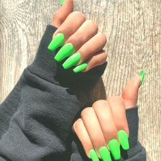 Bright Acrylic Nails Ideas It is true that matte acrylic nails may be many. However, we managed to gather here the best options. No matter the length, shape or your personal taste you are surely to find something special for yourself here! Bright Acrylic Nails, Matte Acrylic Nails, Coffin Acrylics, Green Nail Art, Green Nails, Aycrlic Nails, Xmas Nails, Black Coffin Nails, Ballerina Nails