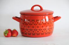 Kaj Franck Finel - Arabia. Daisy Enamel Pot. Vintage Kitchenalia and Collectables. Scandinavian modern. Made in Finland
