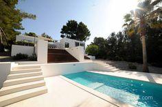 Tenemos muchas propiedades en venta en Ibiza asi como comercios y hoteles,villas de lujo primera linea de mar,playa....
