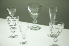 Taças da linha Harcourt Ice, que o estúdio japonês assina para a grife francesa Baccarat