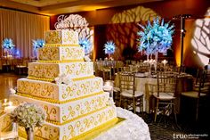 A recent wedding in the San Diego Ballroom with this lovely cake provided by St. Tropez.
