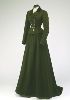 Riding Habit, 1900 victorian dress gown costume TimeTravelStyle Source by dress gowns 1900s Fashion, Edwardian Fashion, Vintage Fashion, Edwardian Era, Fashion Goth, Vintage Beauty, Muslim Fashion, Dress Fashion, Fashion News